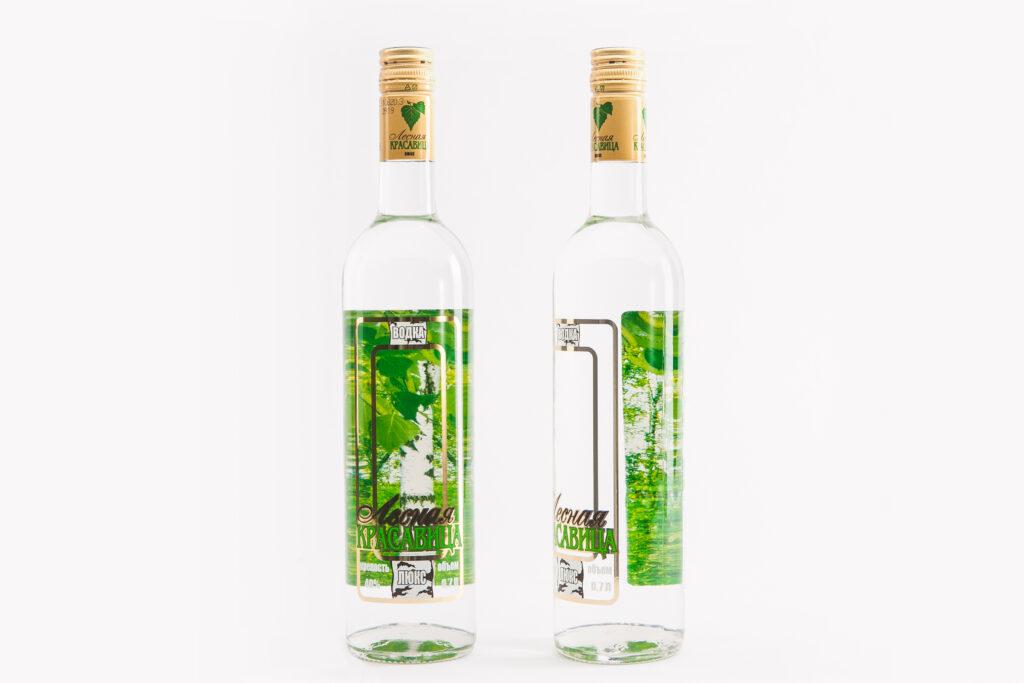Этикетка на бутылке водки «Лесная красавица»